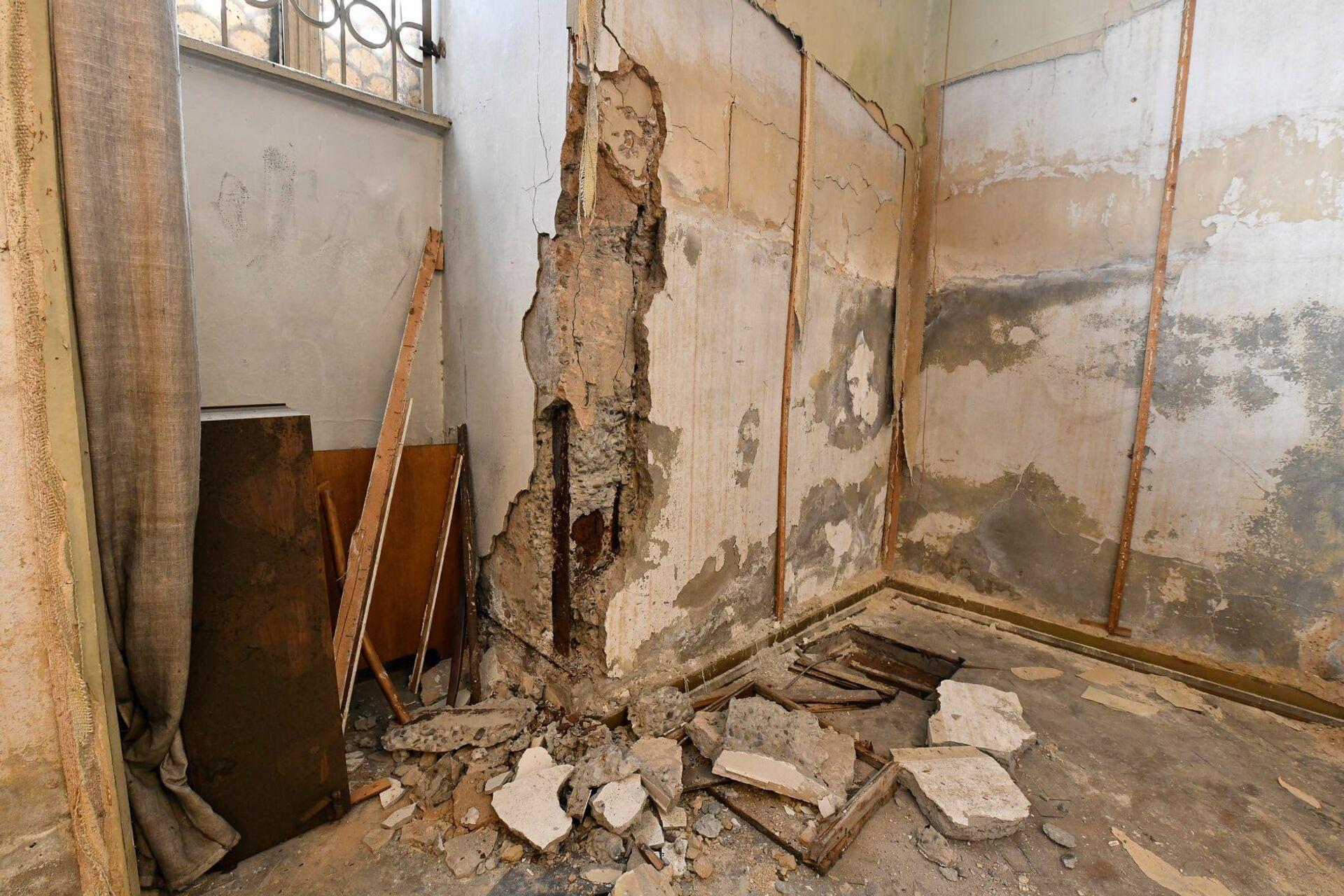 А восстановительных работ в здании не проводили с 50-х годов - Sputnik Грузия, 1920, 24.08.2021
