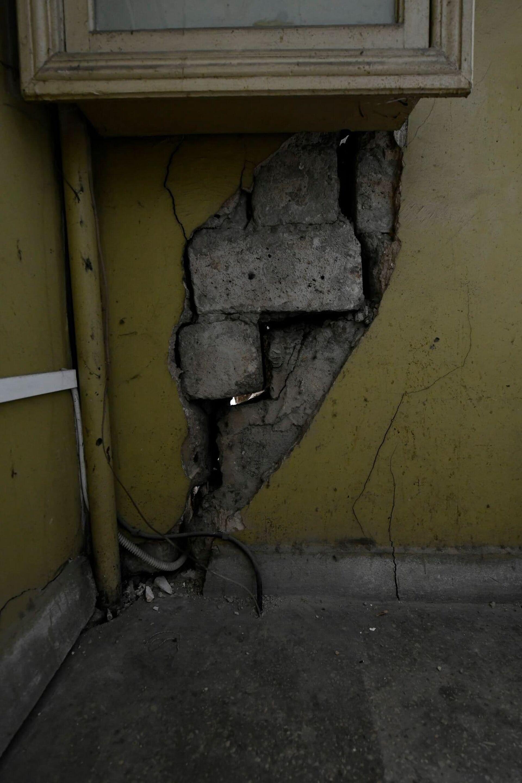 В аварийность здания после таких кадров охотно веришь - Sputnik Грузия, 1920, 24.08.2021