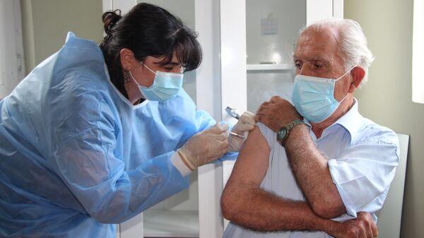 Эпидемия коронавируса - вакцинация пожилых людей и стариков в Аджарии - Sputnik Грузия