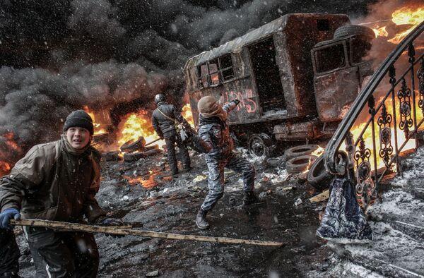 На фото: участники акций в поддержку евроинтеграции Украины на улице Грушевского в Киеве - Sputnik Грузия