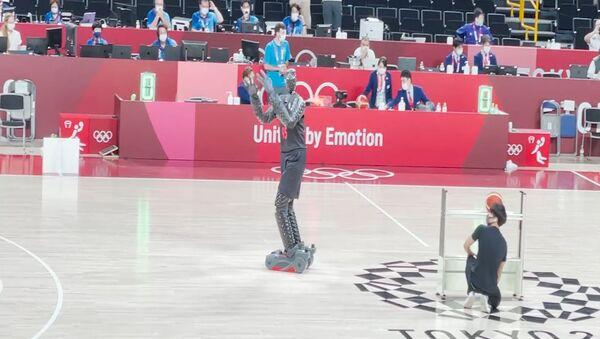 Робот показал баскетбольное мастерство в перерыве финала Олимпиады - Sputnik Грузия