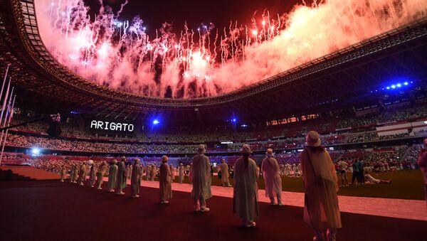 Салют на торжественной церемонии закрытия XXXII летних Олимпийских игр в Токио на Национальном олимпийском стадионе  - Sputnik Грузия