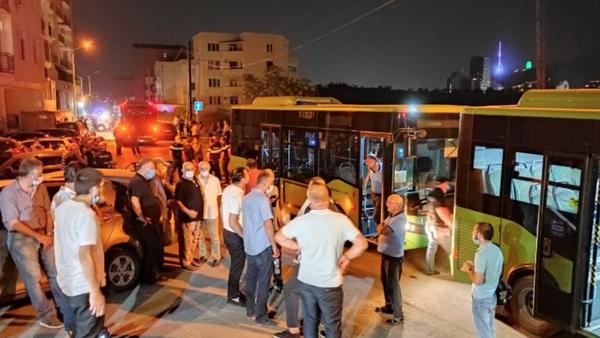 Эвакуация жителей дома, на улице Лордкипанидзе, где сошла скальная масса - Sputnik Грузия