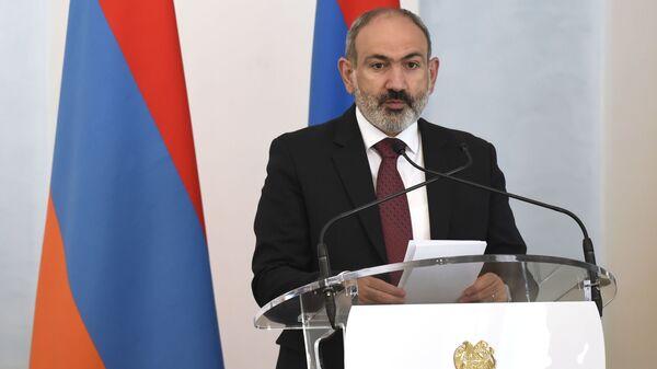Исполняющий обязанности премьер-министра Армении Никол Пашинян - Sputnik Грузия