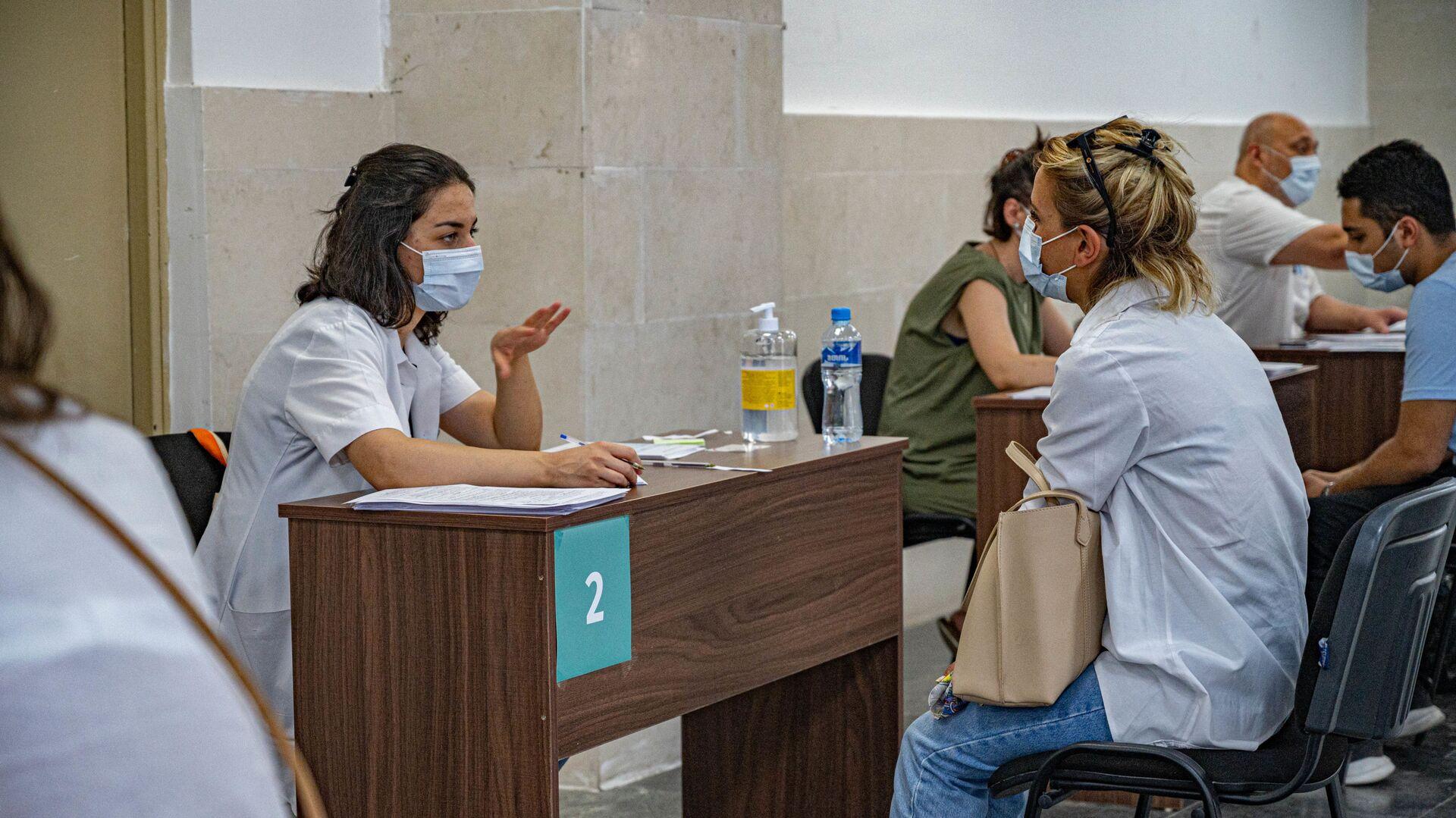 Регистрация на вакцинацию в шестом корпусе Тбилисского технического университета - Sputnik Грузия, 1920, 24.09.2021