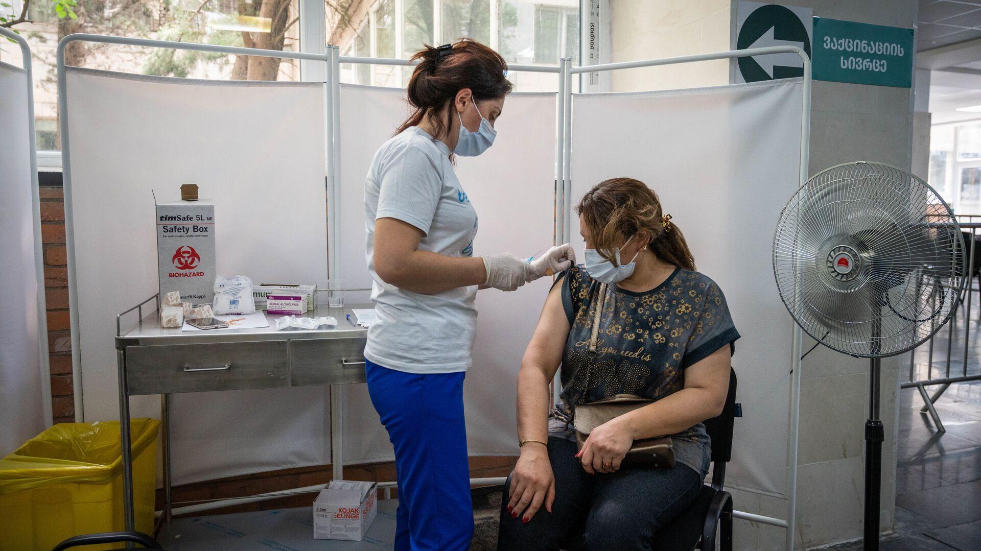 Вакцинация в шестом корпусе Тбилисского технического университета - Sputnik Грузия, 1920, 28.09.2021