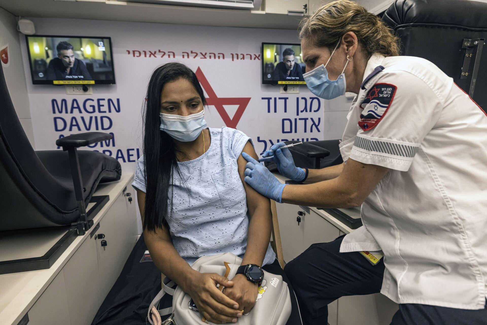 Пандемия коронавируса - вакцинация жителей Израиля в Тель-Авиве - Sputnik Грузия, 1920, 15.09.2021