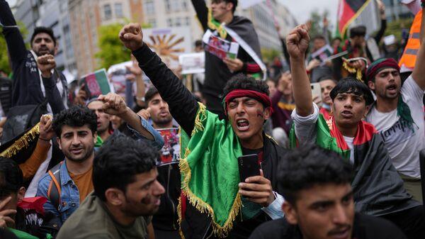 Афганцы проводят акцию протеста в Брюсселе, требуя от ЕС принять беженцев - Sputnik Грузия