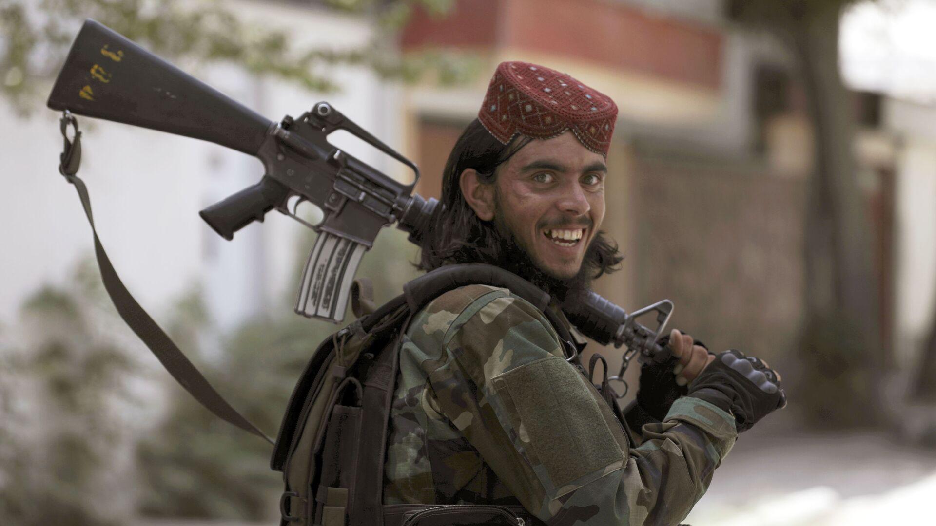 Талибы с оружием патрулируют улицы в Кабуле, Афганистан - Sputnik Грузия, 1920, 07.09.2021