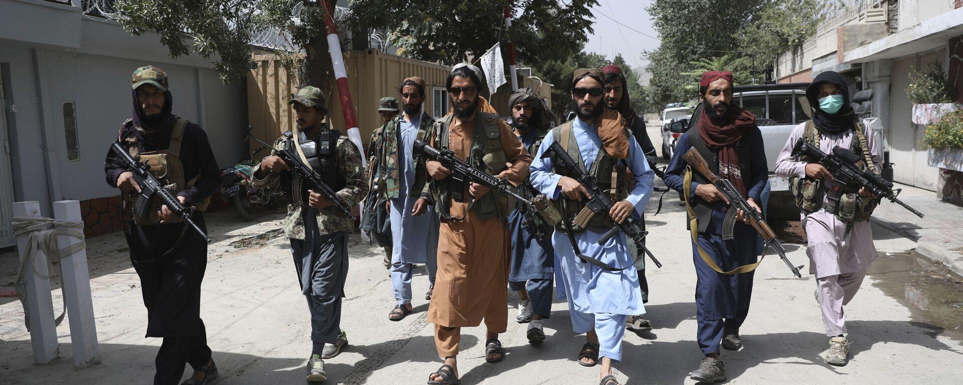 Талибы с оружием патрулируют улицы в Кабуле, Афганистан - Sputnik Грузия, 1920, 04.09.2021