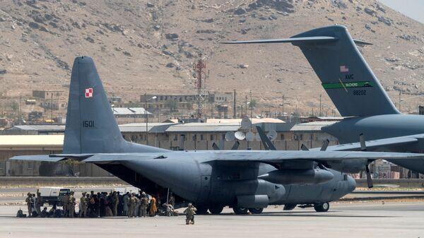 Афганистан, Кабул - эвакуация жителей и представителей зарубежных стран силами ВВС под охраной США - Sputnik Грузия