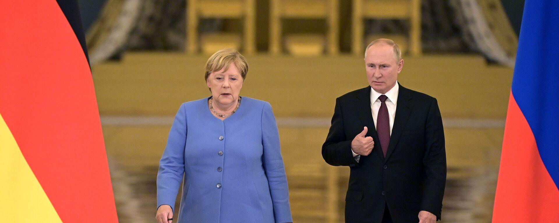 Президент РФ Владимир Путин и федеральный канцлер Германии Ангела Меркель - Sputnik Грузия, 1920, 23.08.2021