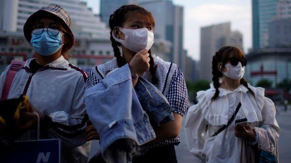 Пандемия коронавируса - жители Китая в масках - Sputnik Грузия