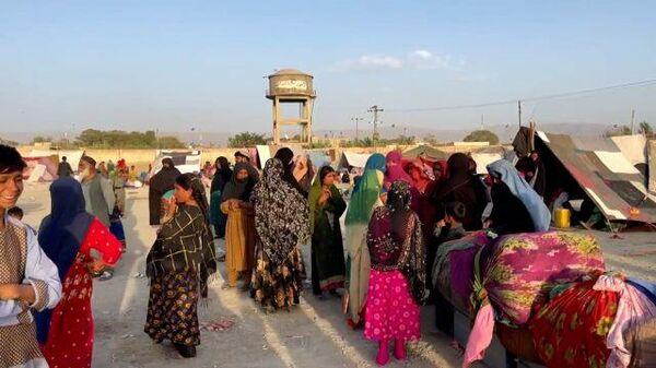 Стихийный лагерь афганских беженцев у границы с Пакистаном - Sputnik Грузия