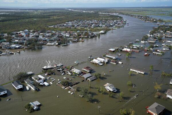 В Лафитте, штат Луизиана, ураган вызвал дождь и наводнение, затопившее дома - Sputnik Грузия