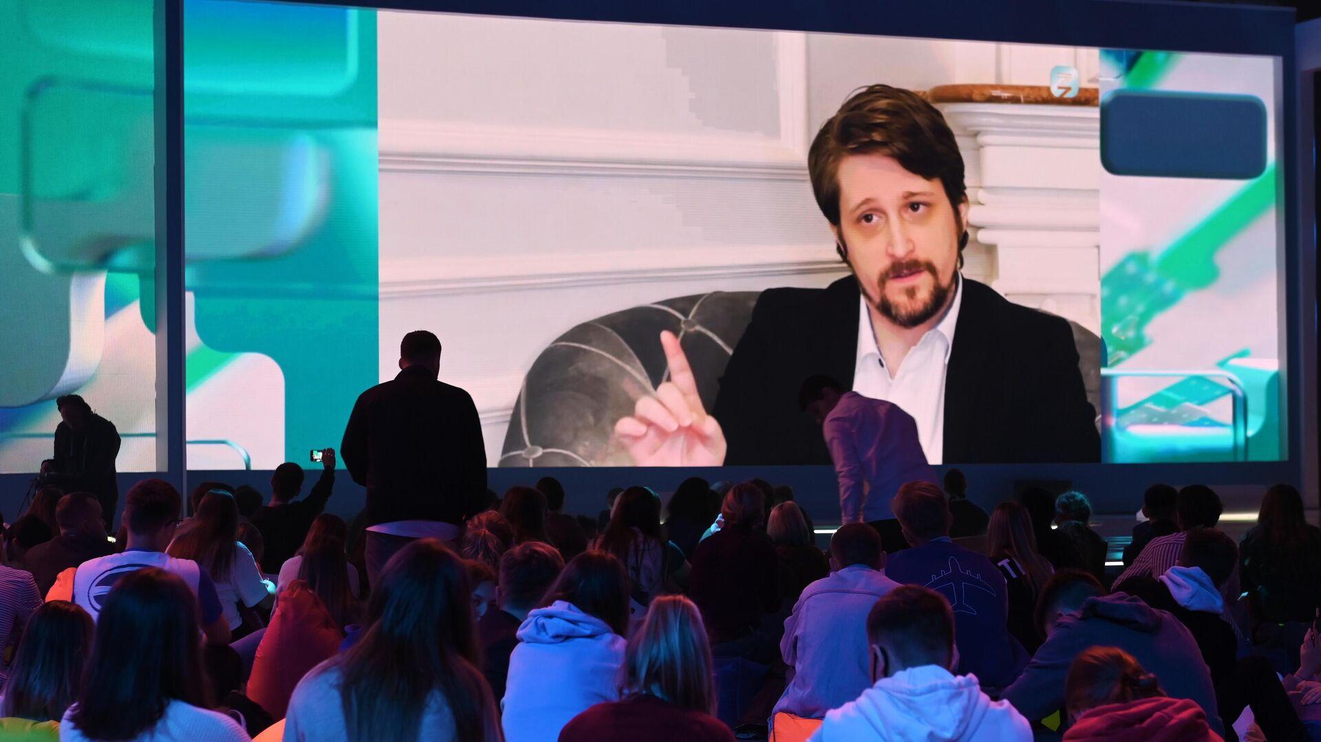 Эдвард Сноуден во время выступления - Sputnik Грузия, 1920, 02.09.2021