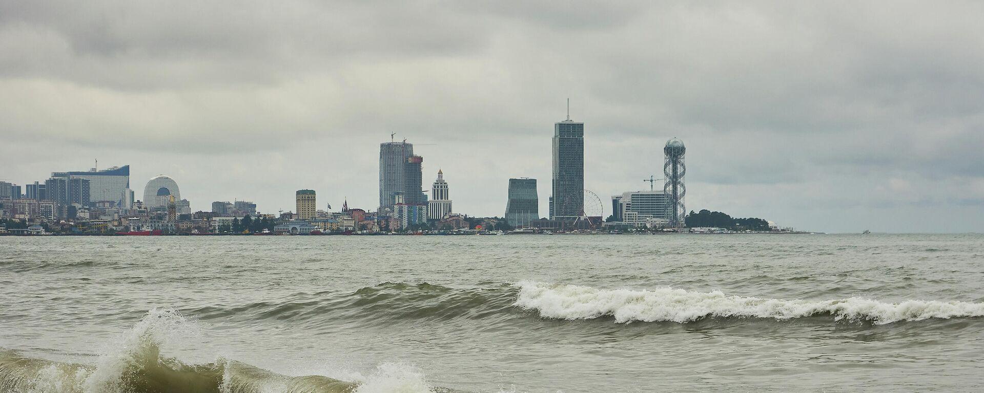 Черноморское побережье в плохую погоду - вид на город Батуми - Sputnik Грузия, 1920, 21.09.2021