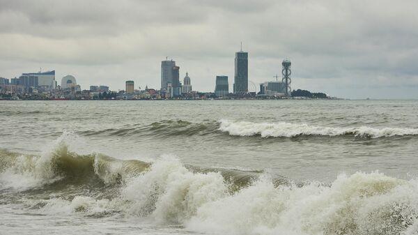 Черноморское побережье в плохую погоду - вид на город Батуми - Sputnik Грузия