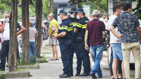 საპატრულო პოლიცია და გამვლელები პირბადეებით - Sputnik საქართველო