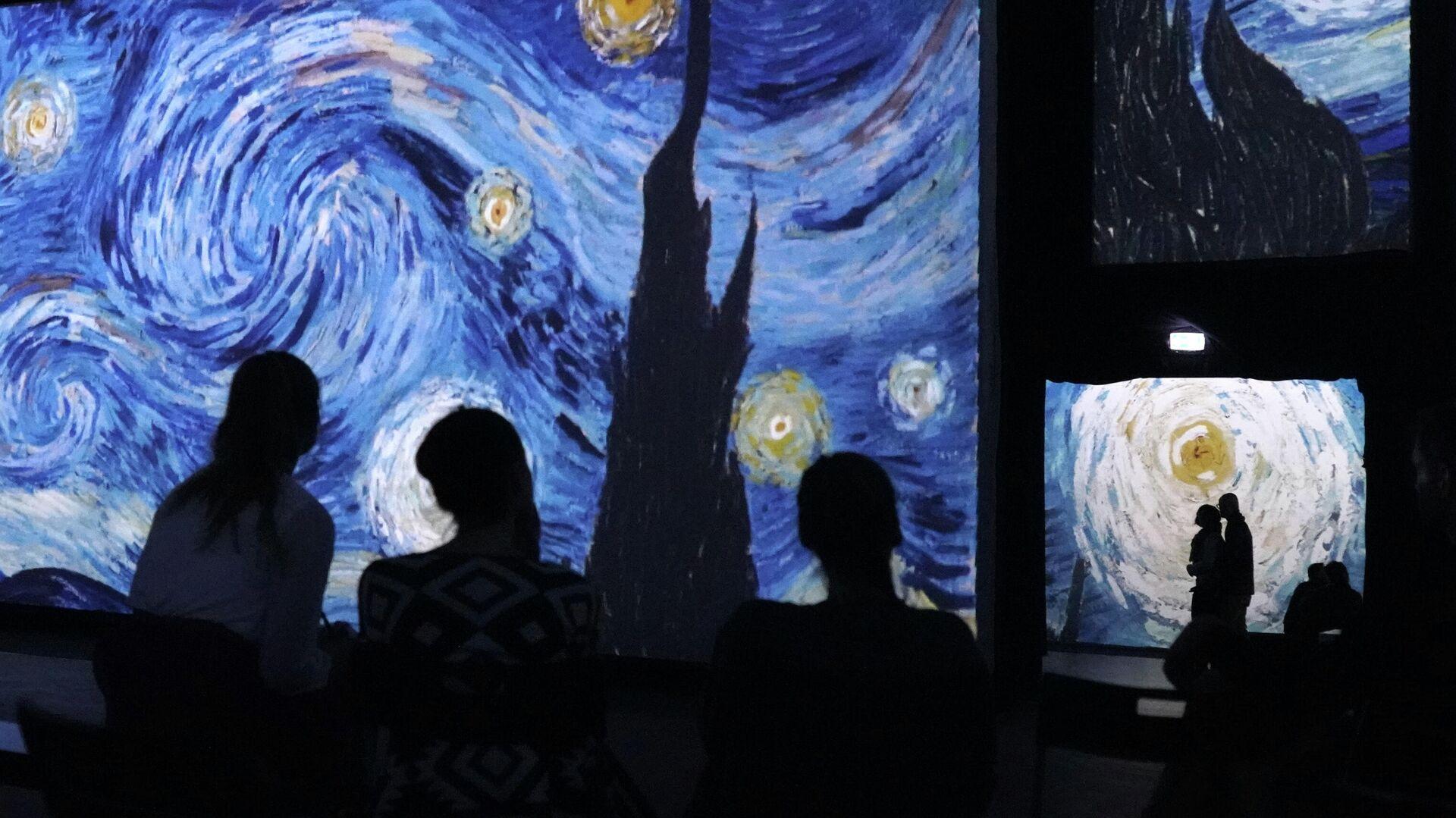Звездная ночь Винсента Ван Гога. Мультимедийный проект От Моне до Кандинского в Берлине - Sputnik Грузия, 1920, 11.09.2021