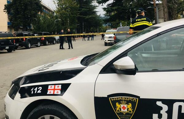 На место были направлены усиленные подразделения полиции. Выяснилось, что преступник захватил в заложники 15 человек - Sputnik Грузия