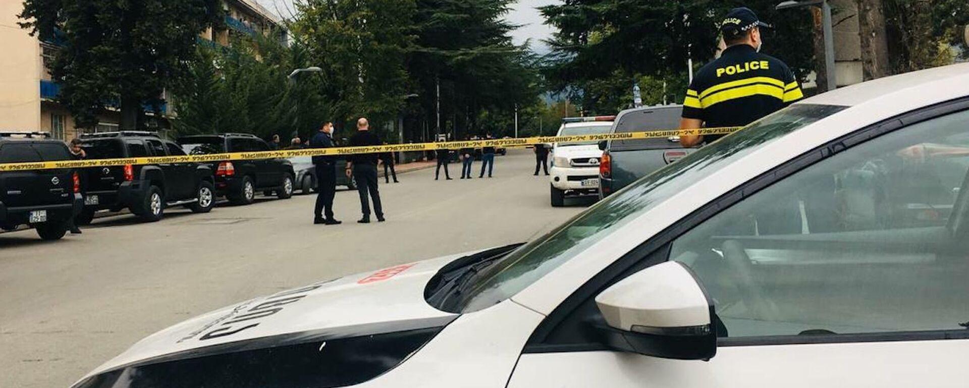 Полиция на месте нападения на филиал Банка Грузии в городе Кварели - Sputnik საქართველო, 1920, 09.09.2021