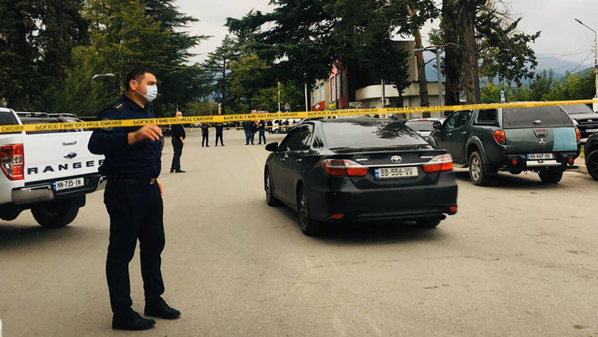 Полиция на месте нападения на филиал Банка Грузии в городе Кварели - Sputnik Грузия, 1920, 09.09.2021