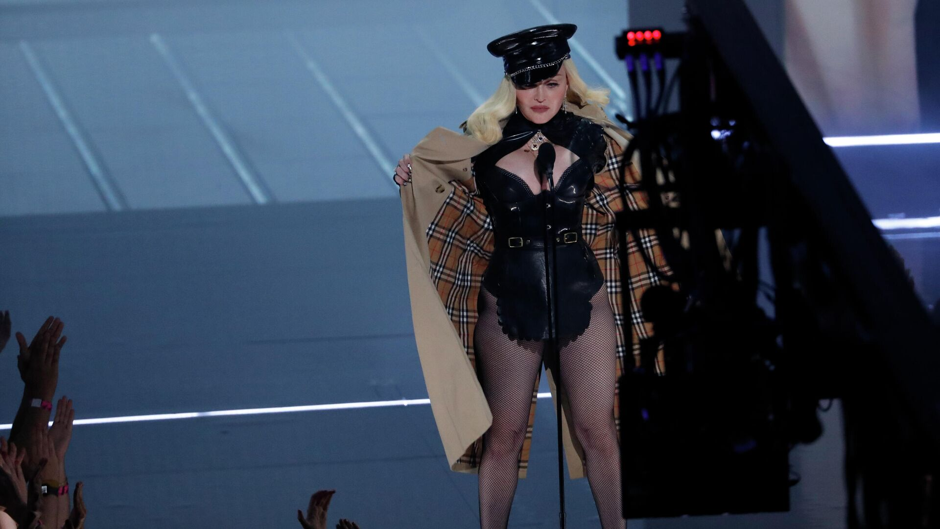 Певица Мадонна в сексуальном наряде - Sputnik Грузия, 1920, 16.09.2021