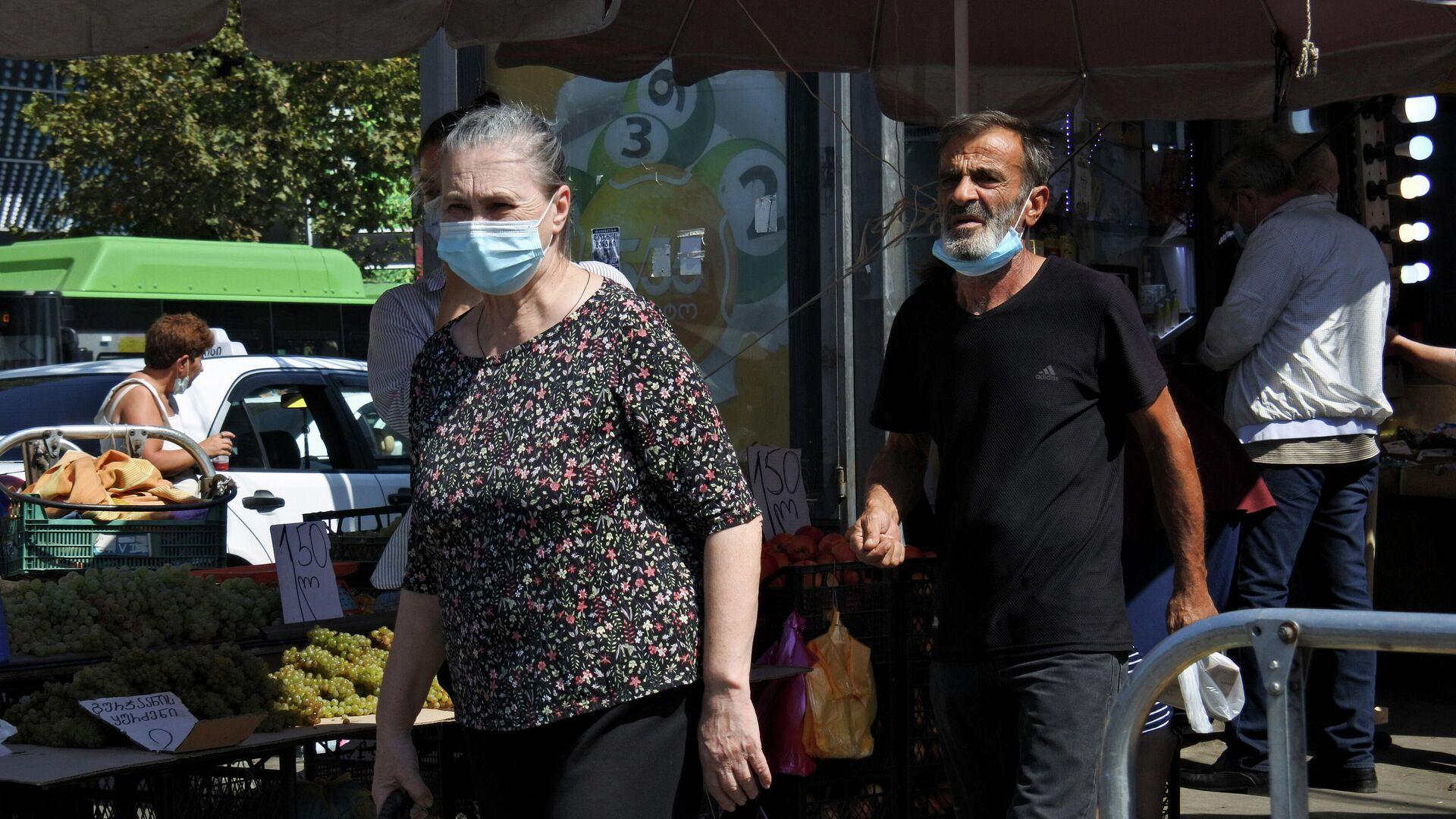 Эпидемия коронавируса - прохожие на улице в масках - Sputnik Грузия, 1920, 18.09.2021