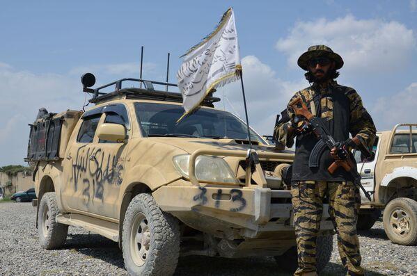 По данным СМИ, талибам* досталось большое количество техники и вооружений после ухода США из Афганистана. - Sputnik Грузия