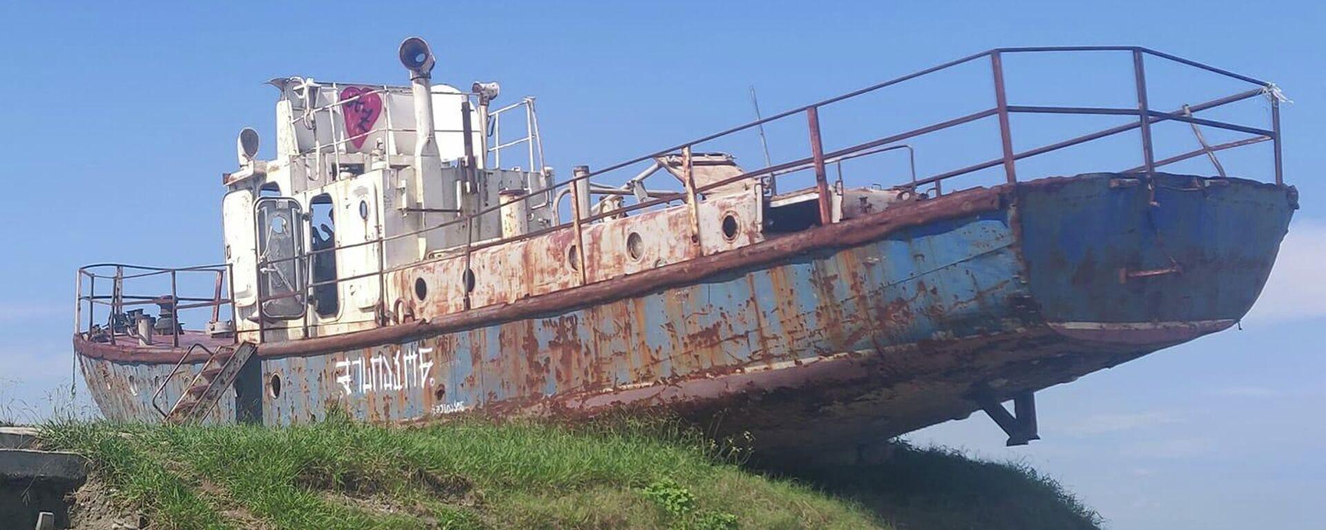 მიტოვებული გემი განმუხურის სანაპიროზე - Sputnik საქართველო, 1920, 21.09.2021