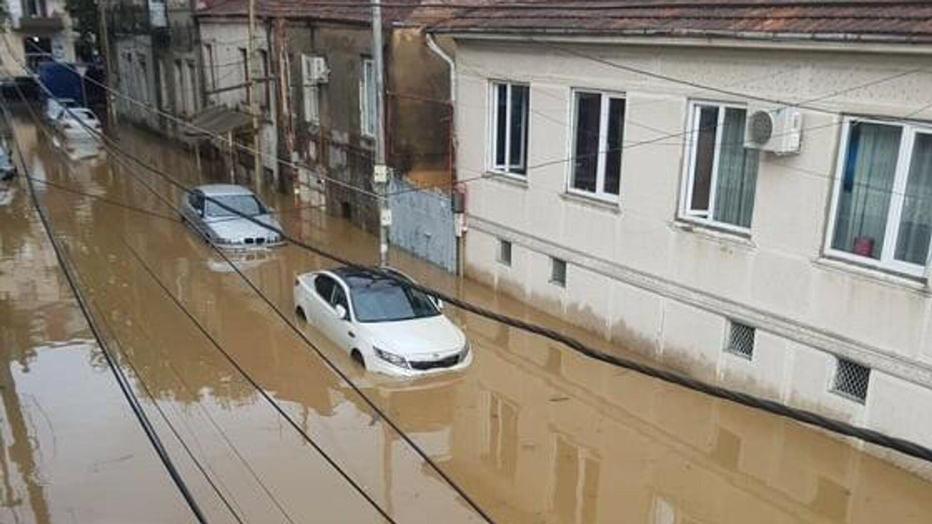 Наводнение после сильного ливневого дождя в Батуми - Sputnik Грузия, 1920, 04.10.2021