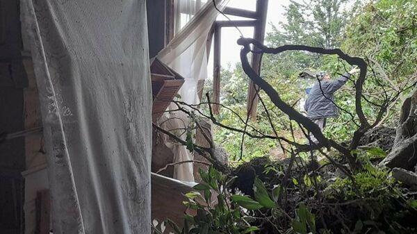 Оползень в Хелвачаурском районе Аджарии. Поврежденные и разрушенные дома в селе Периа - Sputnik Грузия