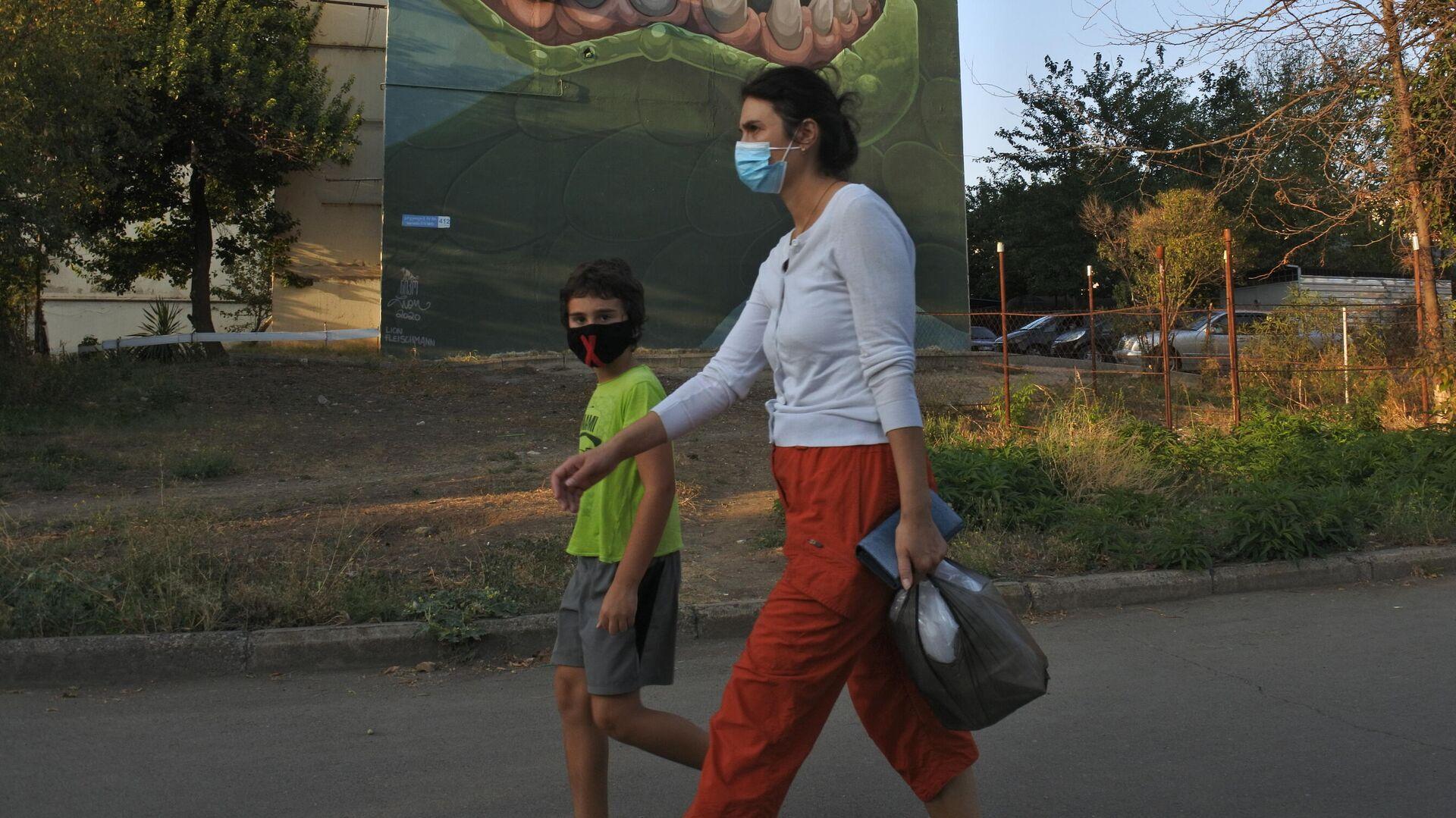 Эпидемия коронавируса - люди в масках - Sputnik Грузия, 1920, 24.09.2021