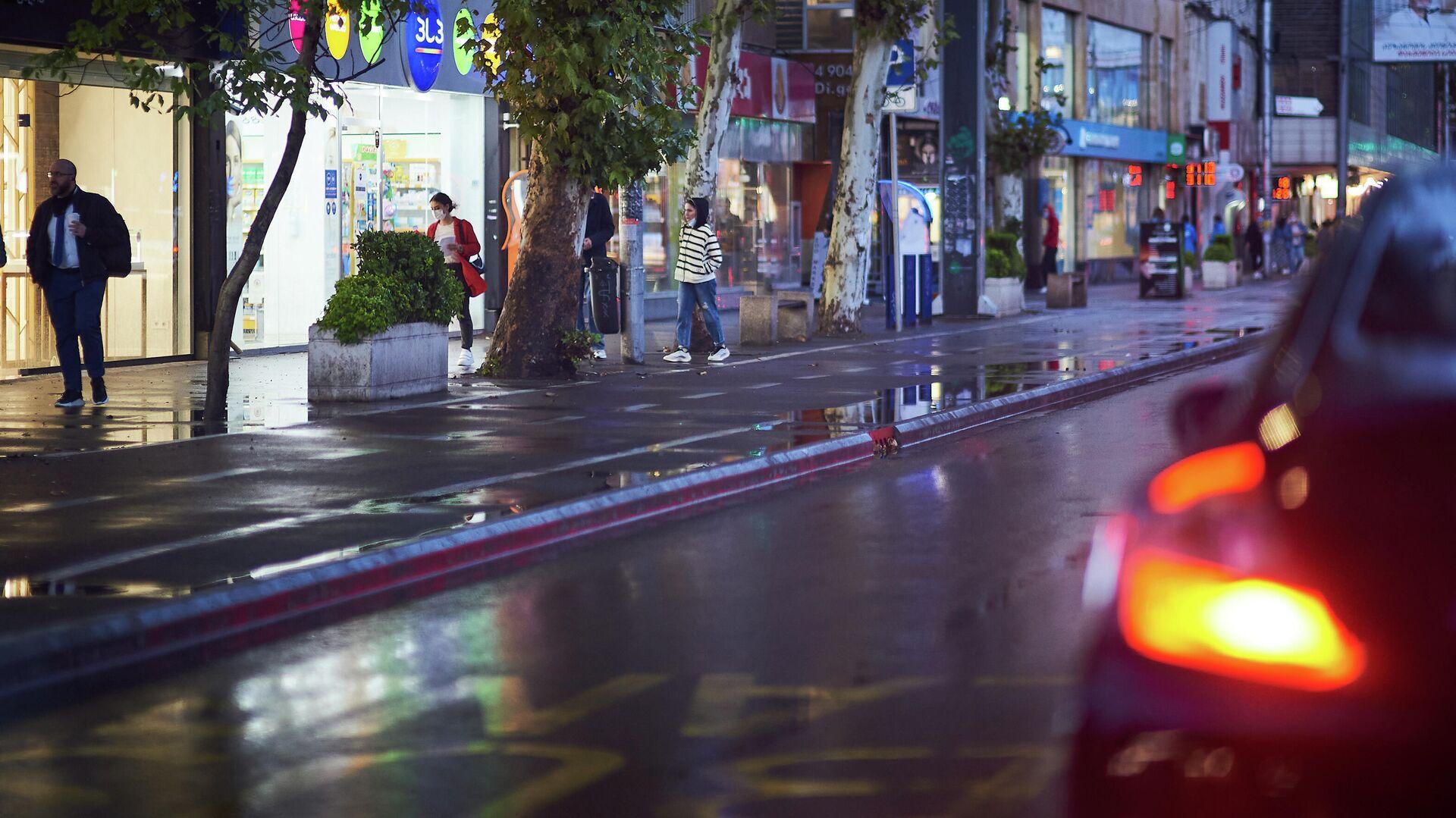 Улица Пекина в Сабуртало в дождь - магазины и торговые центры - Sputnik Грузия, 1920, 27.09.2021