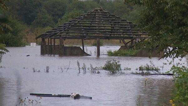 Наводнения и оползни в Аджарии из-за ливневых дождей - видео с места бедствия - Sputnik Грузия