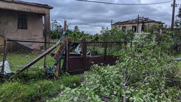 Также пострадали личные хозяйства и инфраструктура населенного пункта. - Sputnik Грузия