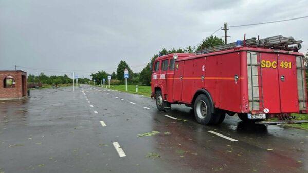 Пожарным и спасателям приходится работать в напряженном режиме.  - Sputnik Грузия