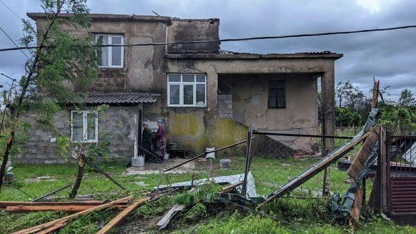С 12 домов в этом селе сорвало крыши. - Sputnik Грузия