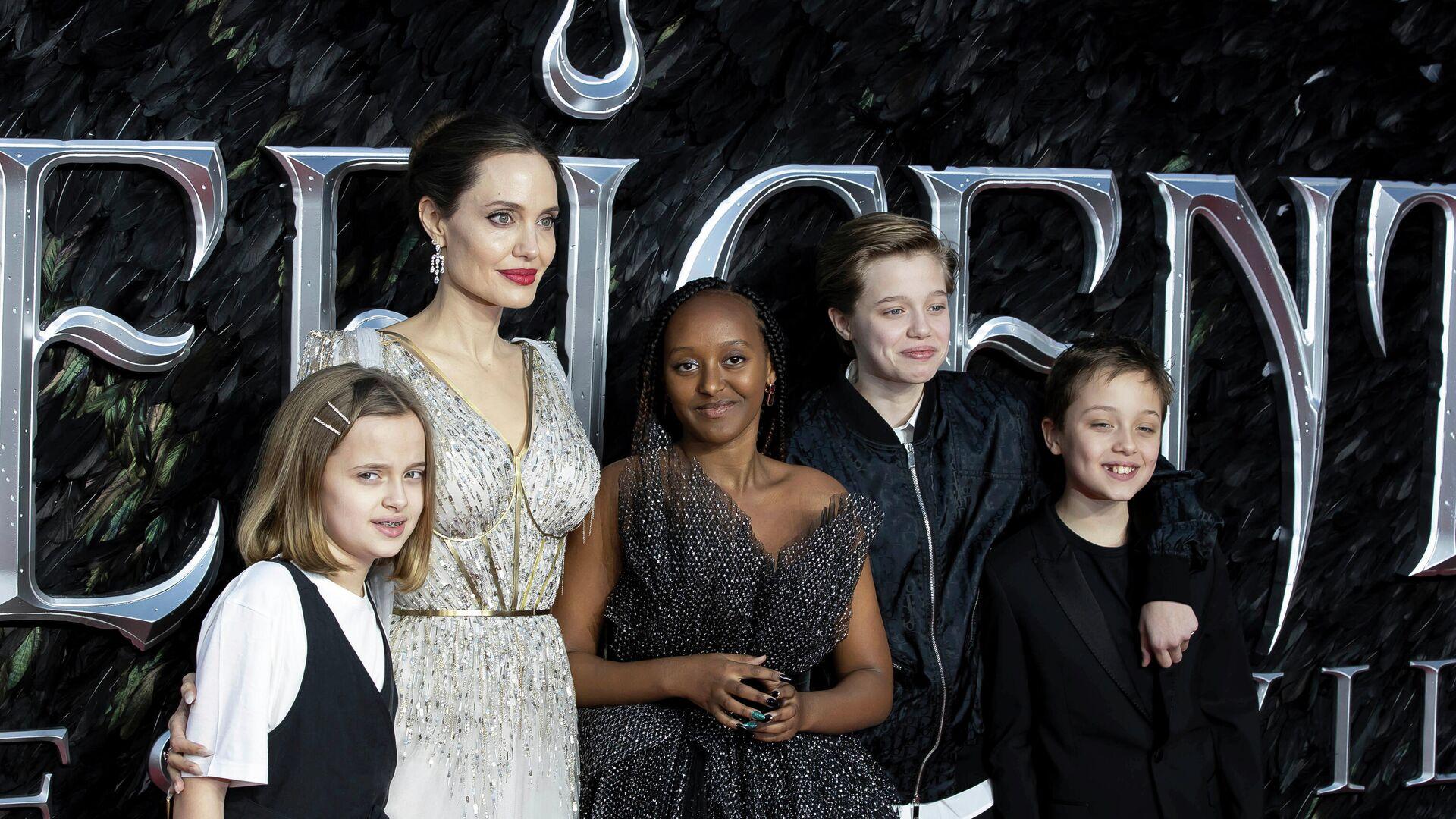 Анджелина Джоли с детьми - Sputnik Грузия, 1920, 25.09.2021