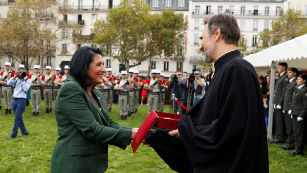 Саломе Зурабишвили вручает награды представителям диаспоры во Франции - Sputnik Грузия