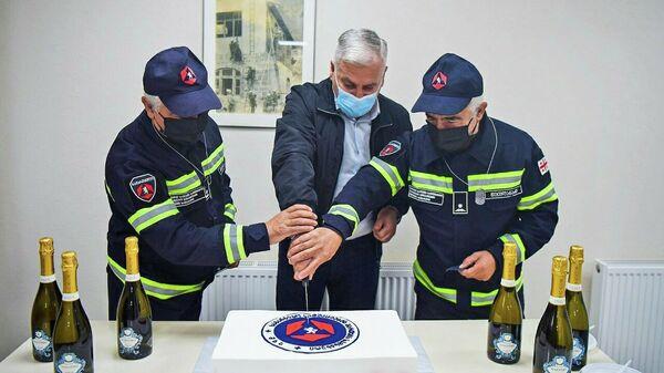 Братья-близнецы пожарные вышли на пенсию - Sputnik Грузия