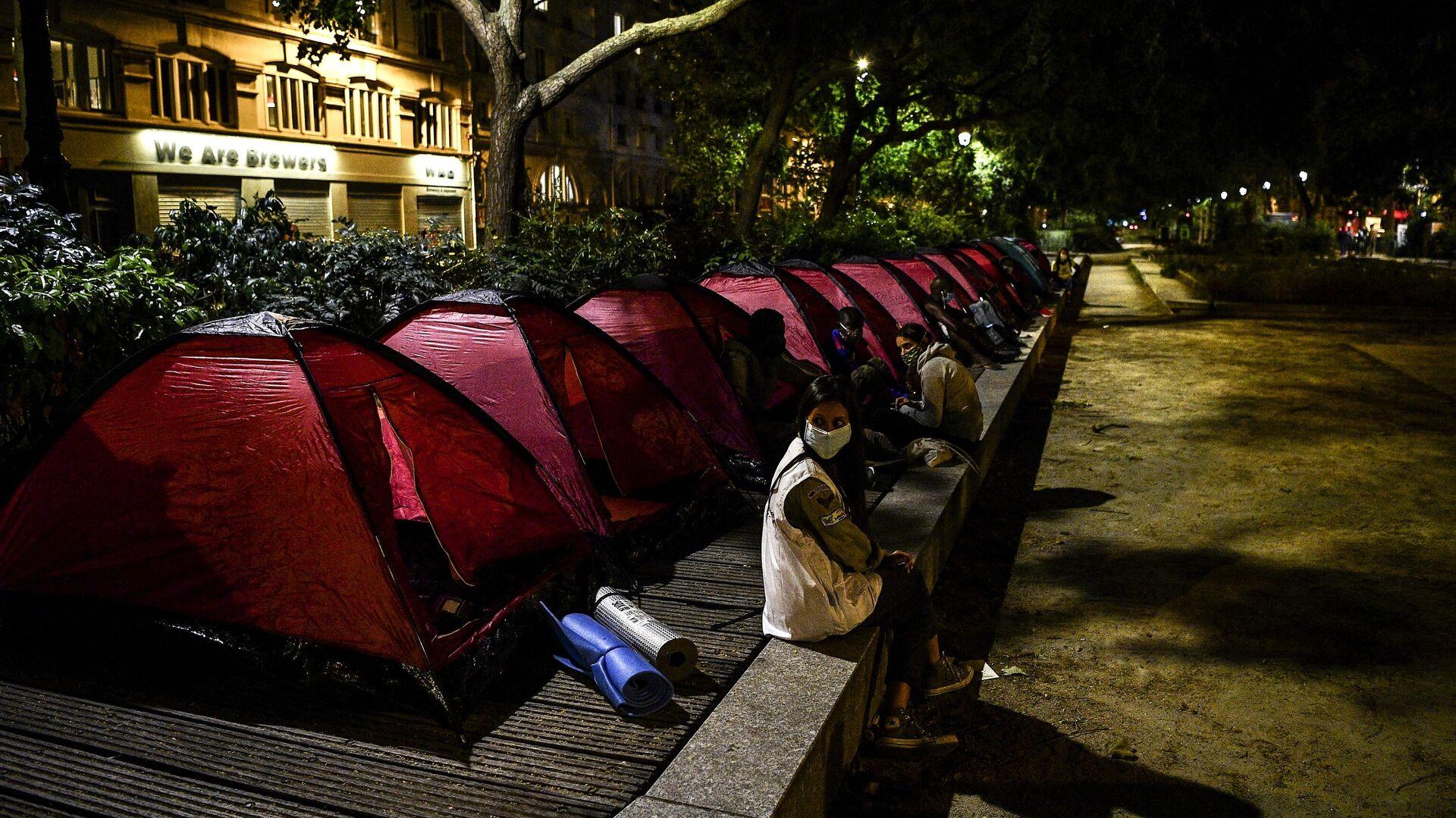 Палатки мигрантов на одной из улиц Парижа - Sputnik Грузия, 1920, 28.09.2021