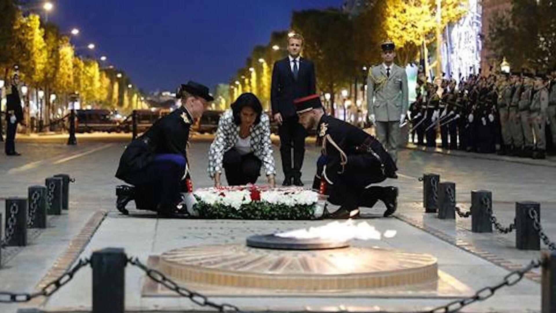 Президент Грузии Саломе Зурабишвили возлагает цветы к могиле Неизвестного солдата в Париже в ходе визита во Францию  - Sputnik Грузия, 1920, 29.09.2021