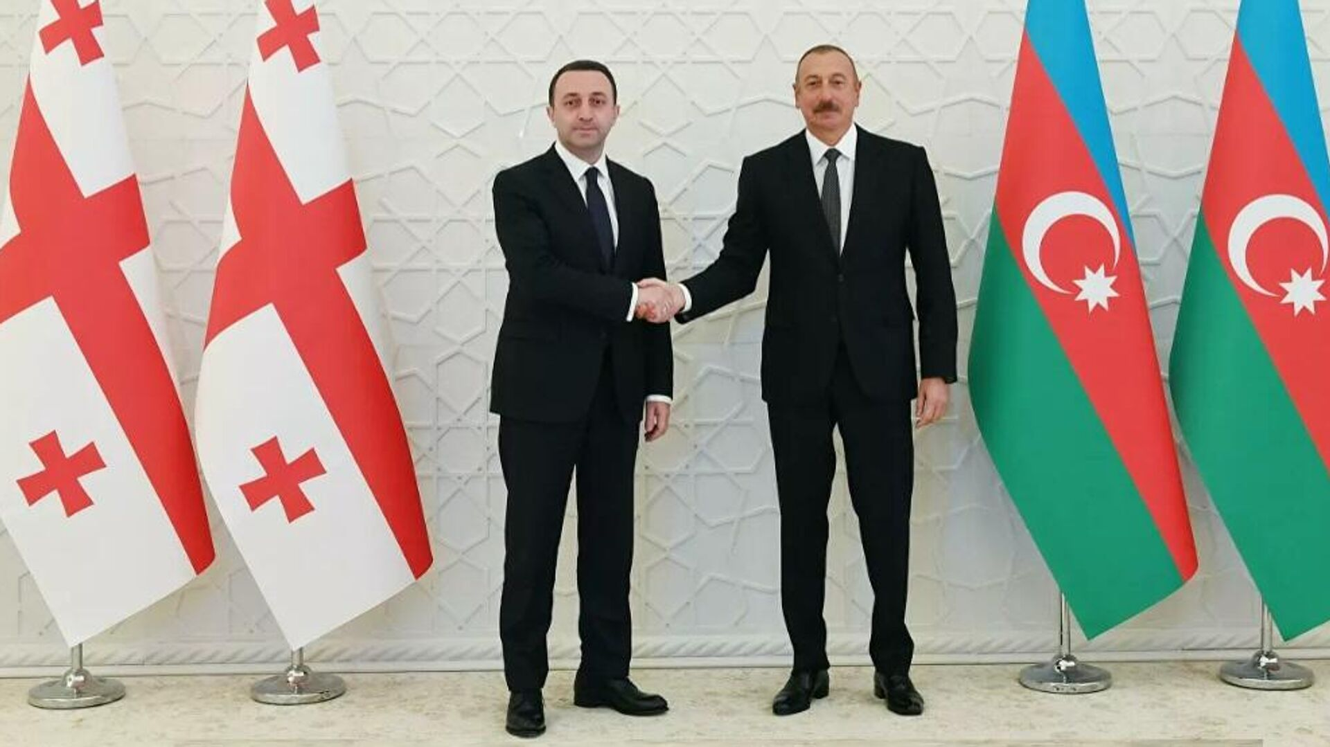Президент Азербайджана Ильхам Алиев и премьер-министр Грузии Ираклий Гарибашвили - Sputnik Грузия, 1920, 29.09.2021