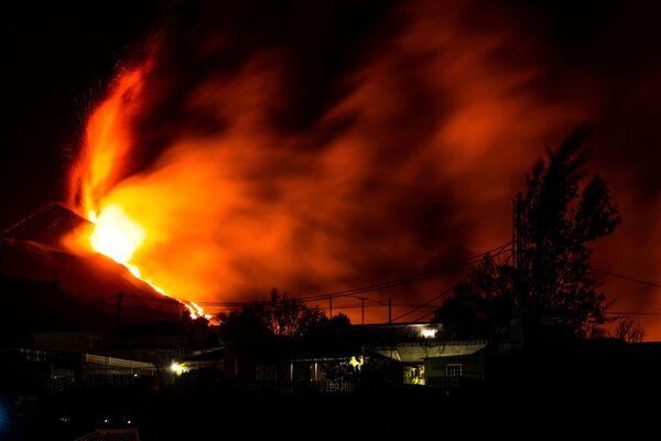 Извержение вулкана в муниципалитете Эль-Пасо на канарском острове Пальма началось 19 сентября - Sputnik Грузия
