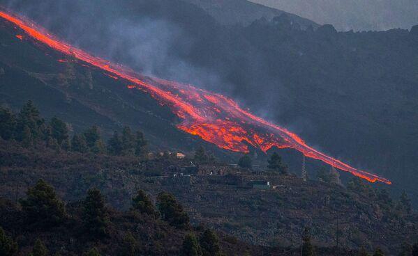 Из зоны активности вулкана были эвакуированы больше 6 000 человек - Sputnik Грузия