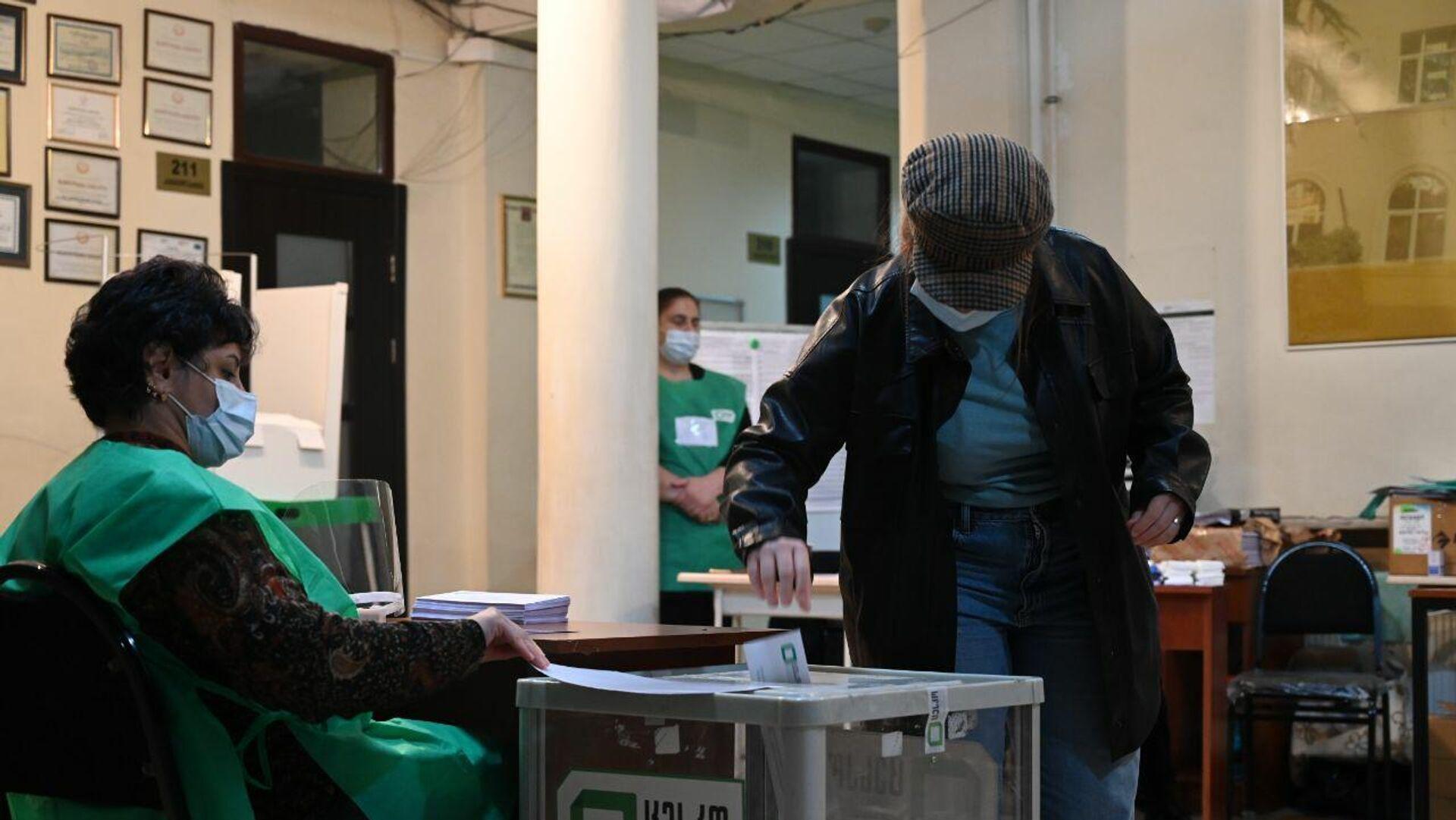 Местные выборы в Грузии 2 октября - избиратели участвуют в голосовании - Sputnik Грузия, 1920, 03.10.2021