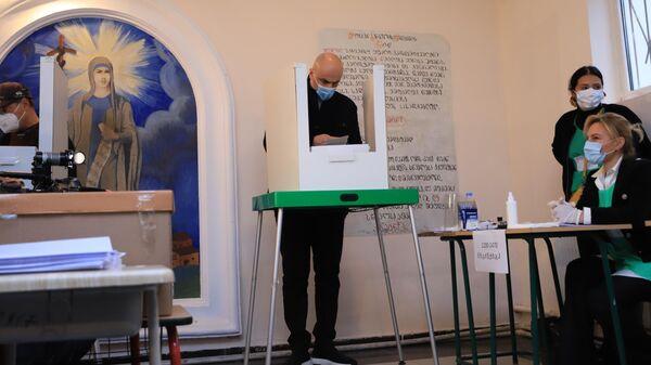 Ника Мелия участвует в голосовании. Местные выборы в Грузии 2 октября   - Sputnik Грузия
