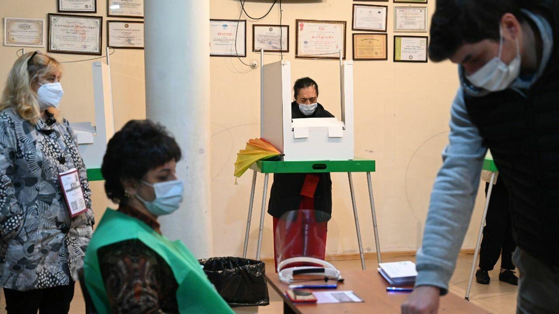 Местные выборы в Грузии 2 октября - избиратели участвуют в голосовании - Sputnik Грузия, 1920, 04.10.2021